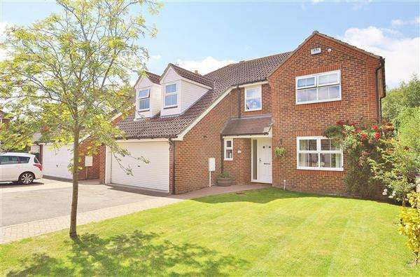 5 Bedrooms Detached House for sale in Willesborough Lees TN24