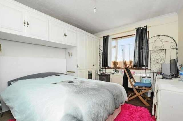 3 Bedrooms Terraced House for sale in Montrose Gardens, Mitcham