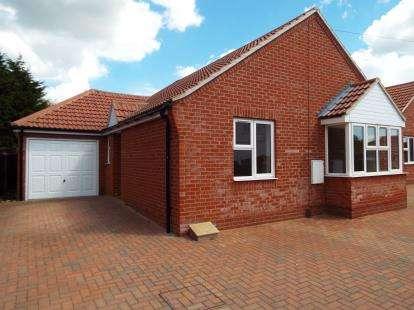 3 Bedrooms Bungalow for sale in Little Clacton, Clacton-On-Sea, Essex
