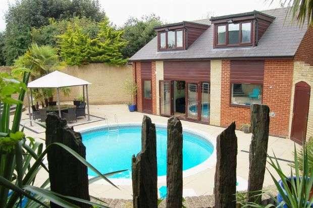 5 Bedrooms Detached House for sale in Glassthorpe Lane, Harpole, Northampton NN7 4DU