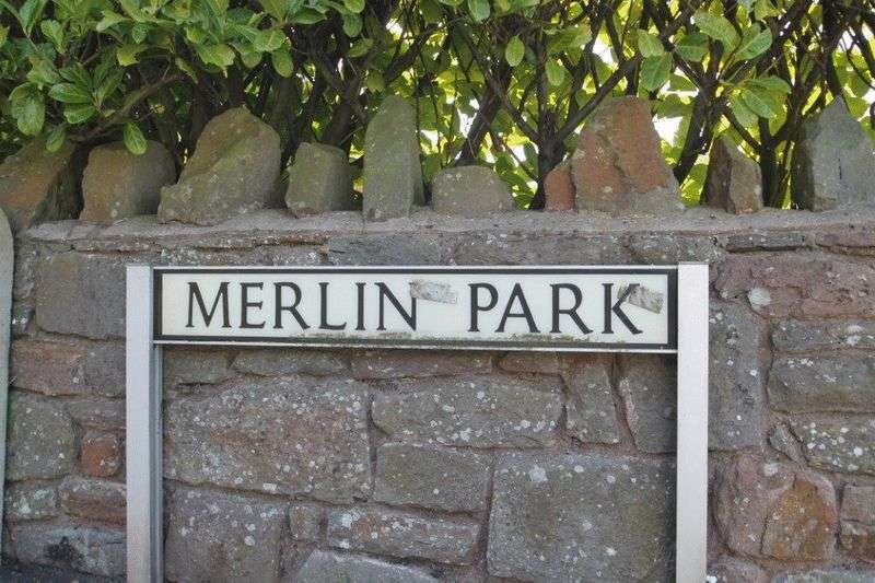 4 Bedrooms Detached House for sale in Merlin Park, Bristol