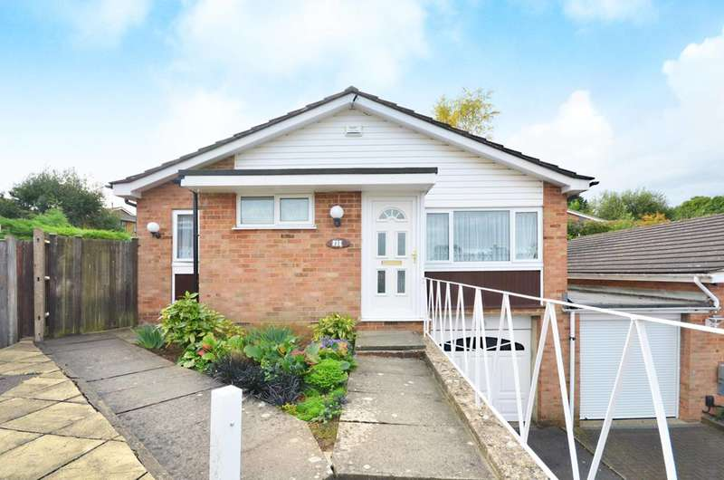 3 Bedrooms Bungalow for sale in Rushmoor Close, Stoughton, GU2