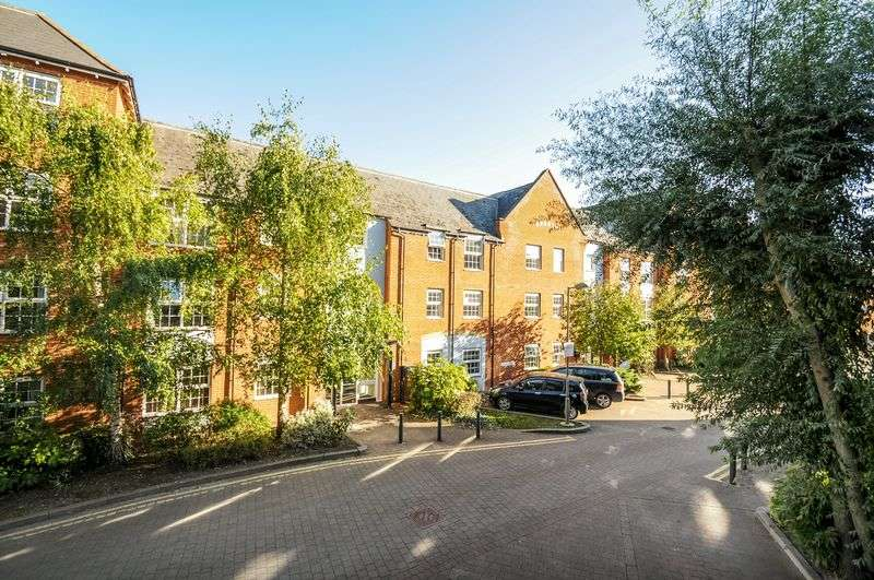 2 Bedrooms Flat for sale in Smiths Wharf, Wantage