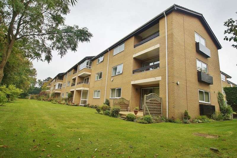 2 Bedrooms Flat for sale in Clairville, Lulworth Road