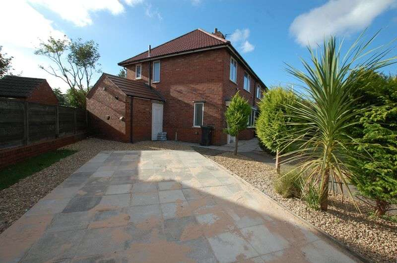 3 Bedrooms Semi Detached House for sale in Nandywell, Bolton