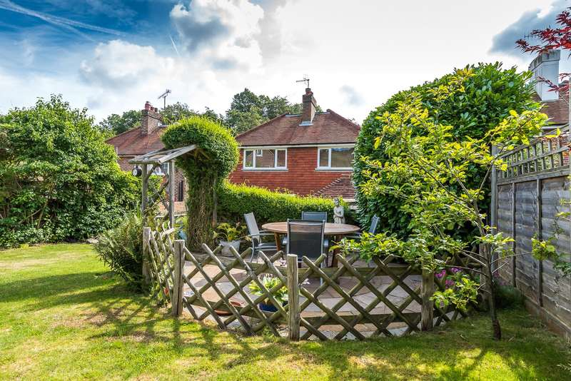 3 Bedrooms Detached House for sale in Park Lane East, Reigate, RH2