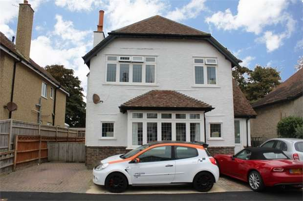 4 Bedrooms Detached House for sale in Den Avenue, Bognor Regis, West Sussex