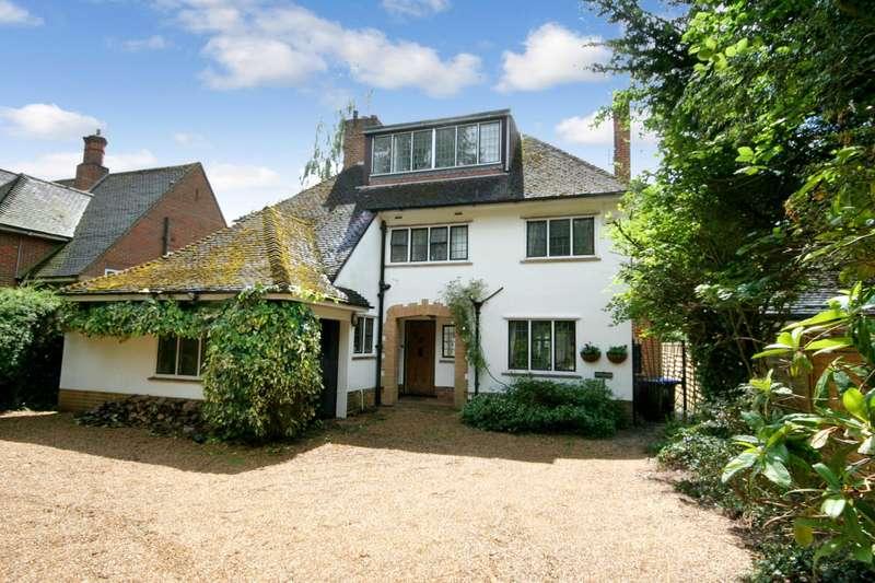 4 Bedrooms Detached House for sale in Oxford Road, Gerrards Cross, SL9