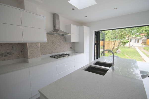 4 Bedrooms Semi Detached House for sale in Harraden Road, Blackheath, SE3