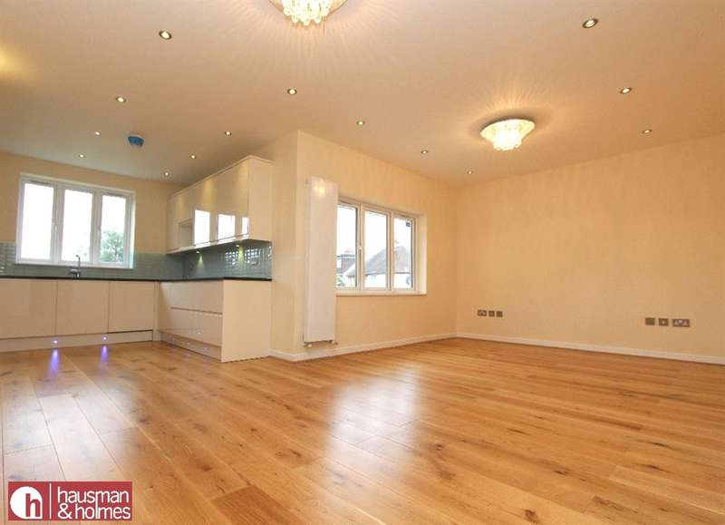 3 Bedrooms Property for sale in The Vale, NW11
