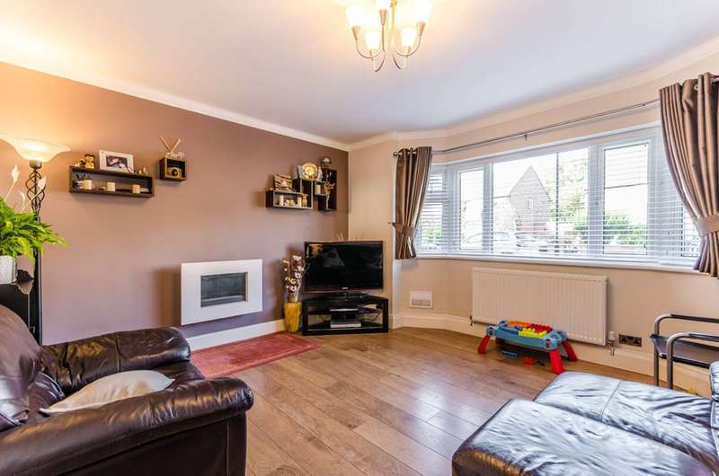 2 Bedrooms Flat for sale in Severn Drive, Enfield, EN1