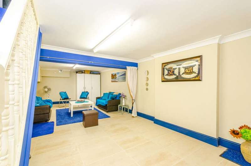 3 Bedrooms Flat for sale in Corporation Street, West Ham, E15