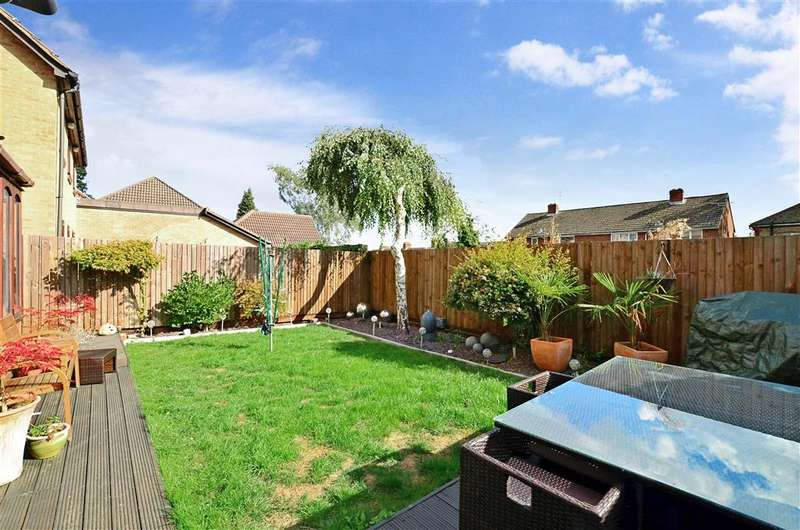 4 Bedrooms Detached House for sale in St. Heliers Close, Maidstone, Kent