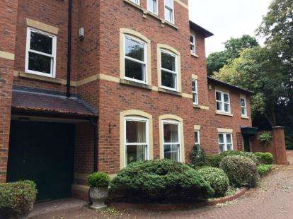 2 Bedrooms Flat for sale in Woodlands Court, The Woodlands, Darlington, Durham