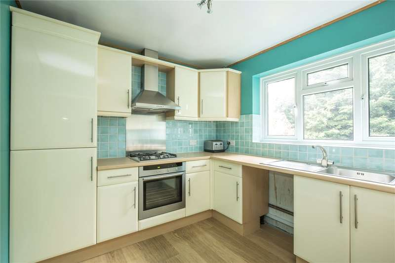 2 Bedrooms Maisonette Flat for sale in Beverley Close, Winchmore Hill, N21