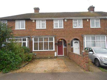 3 Bedrooms Terraced House for sale in Winchester Road, Bedford, Bedfordshire