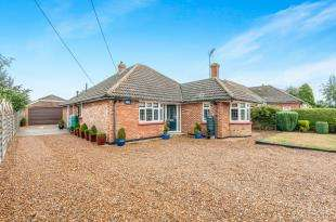 3 Bedrooms Bungalow for sale in Chaffes Lane, Upchurch, Sittingbourne, Kent