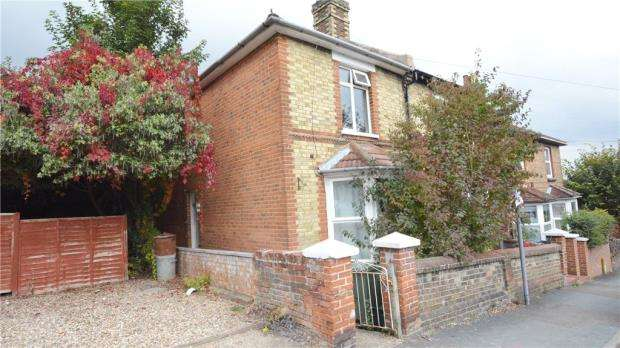 2 Bedrooms Semi Detached House for sale in Upperton Road, Guildford, Surrey