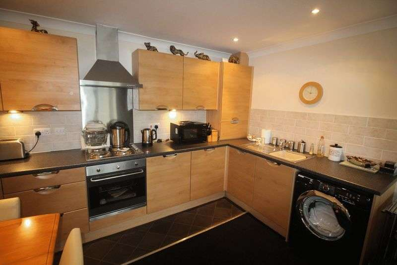 2 Bedrooms Flat for sale in Revive Court, Bradford Road, Huddersfield