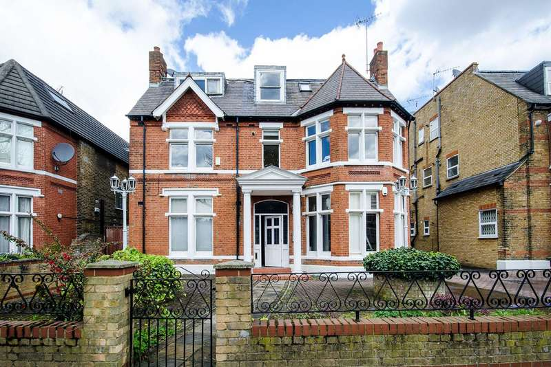 2 Bedrooms Flat for sale in Hamilton Road, Ealing Broadway, W5