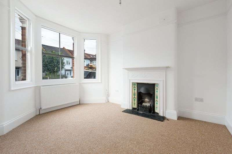 3 Bedrooms Terraced House for sale in Winterbourne Road, Thornton Heath