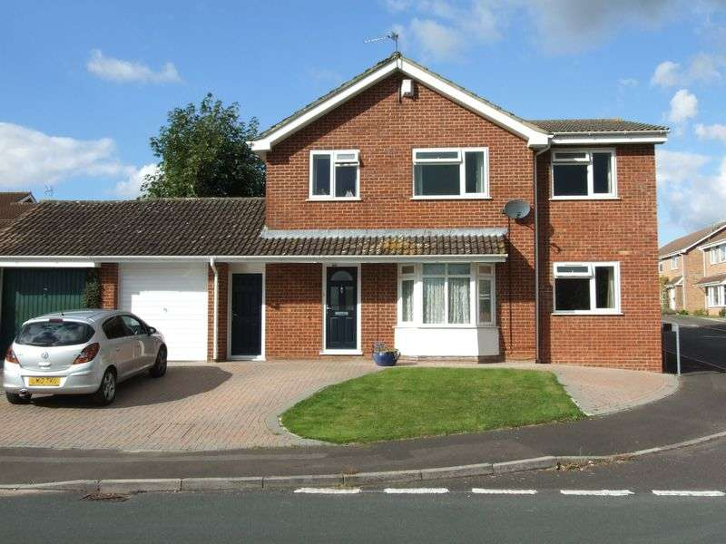 4 Bedrooms Detached House for sale in Broadmead