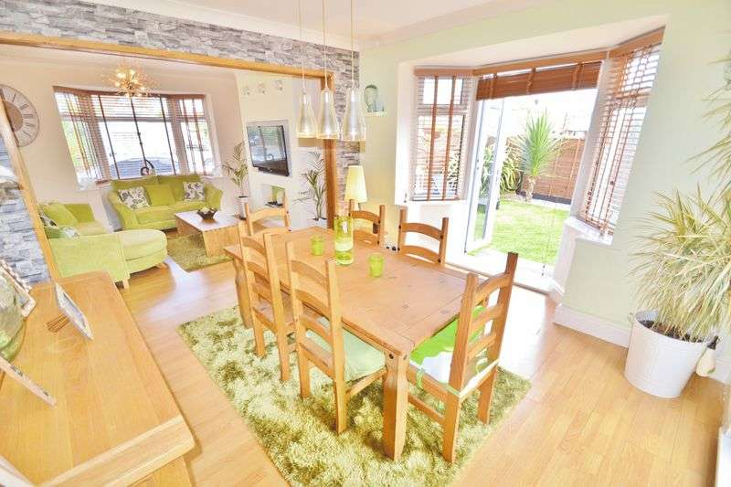 3 Bedrooms Detached House for sale in Caldy Road, Salford