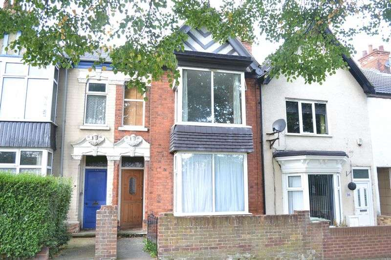 3 Bedrooms Terraced House for sale in Highfield Avenue, Grimsby