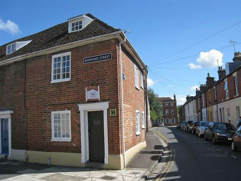 3 Bedrooms Terraced House for sale in Barnard Street, Salisbury
