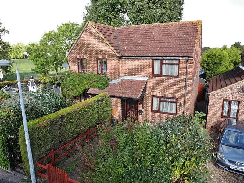2 Bedrooms Semi Detached House for sale in Rousbury Road, Stewartby