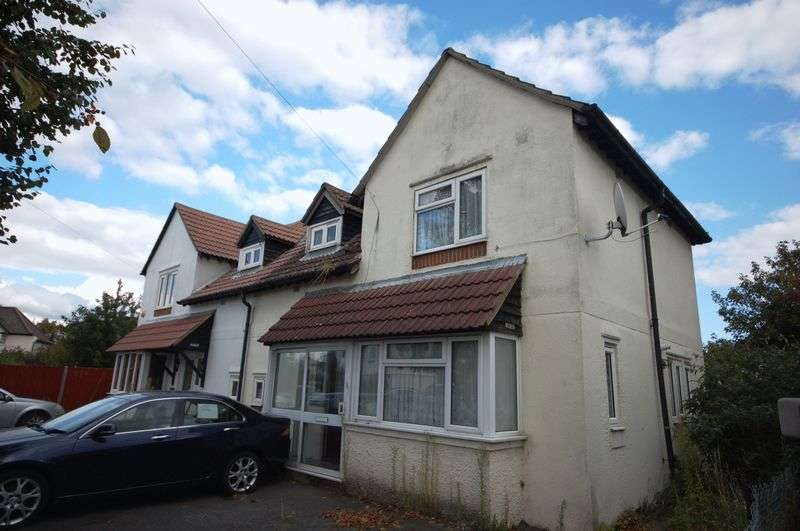 4 Bedrooms Semi Detached House for sale in North Close, Dagenham