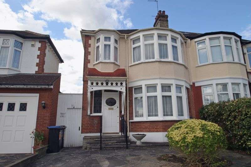 3 Bedrooms Semi Detached House for sale in WINCHMORE HILL