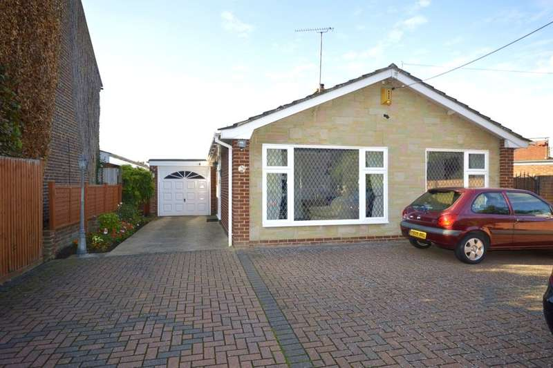 2 Bedrooms Detached Bungalow for sale in Berengrave Lane, Rainham, Gillingham, ME8