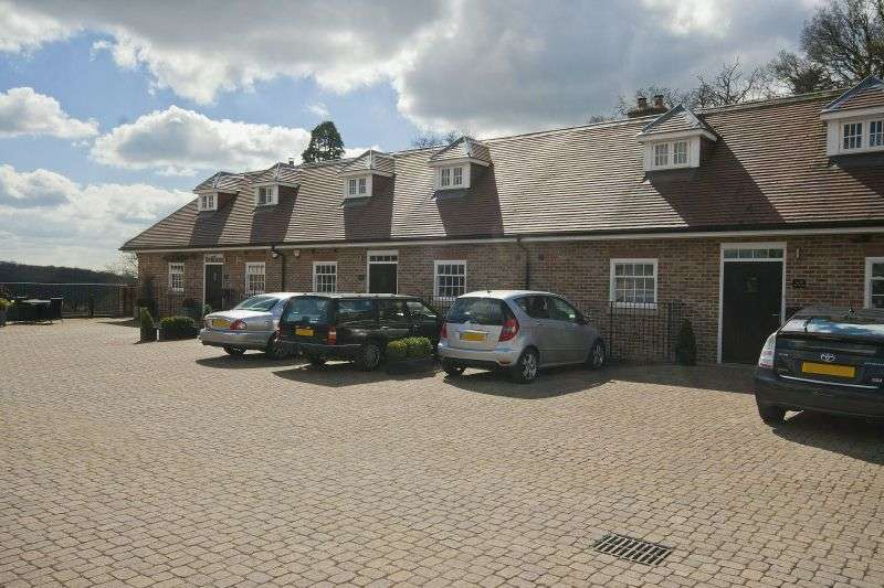 4 Bedrooms End Of Terrace House for sale in Dovecote Mews, Breakspear Road North, Harefield