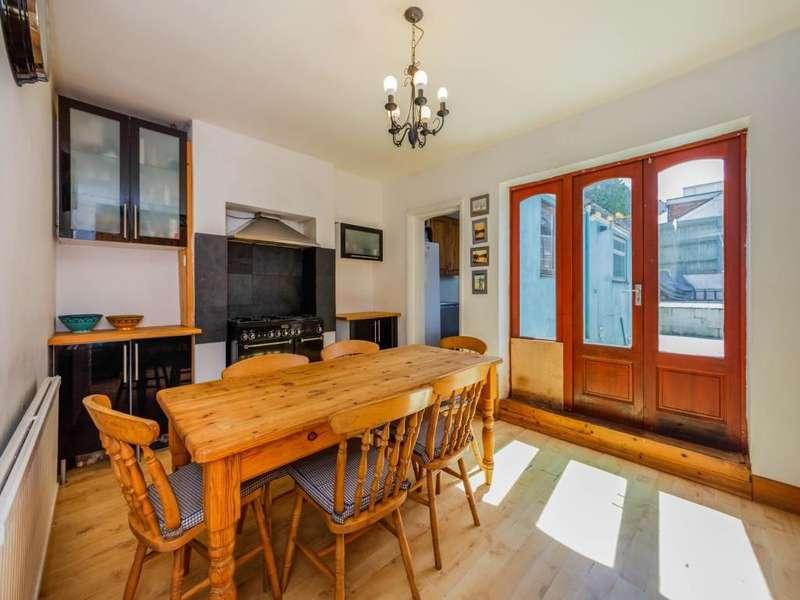 3 Bedrooms Property for sale in Henwood Green Road, Pembury, Tunbridge Wells, TN2