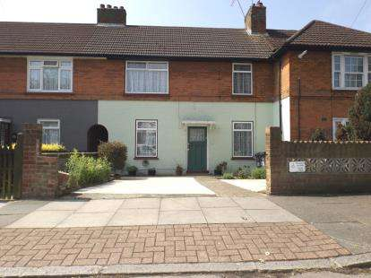 3 Bedrooms Terraced House for sale in Devonshire Hill Lane, London