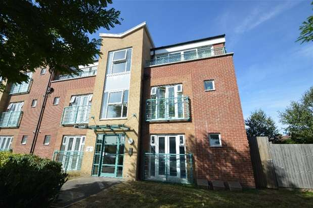 2 Bedrooms Flat for sale in St Mark's Place, Dagenham