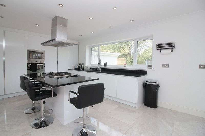 4 Bedrooms Semi Detached House for sale in Hurst Road, Buckhurst Hill