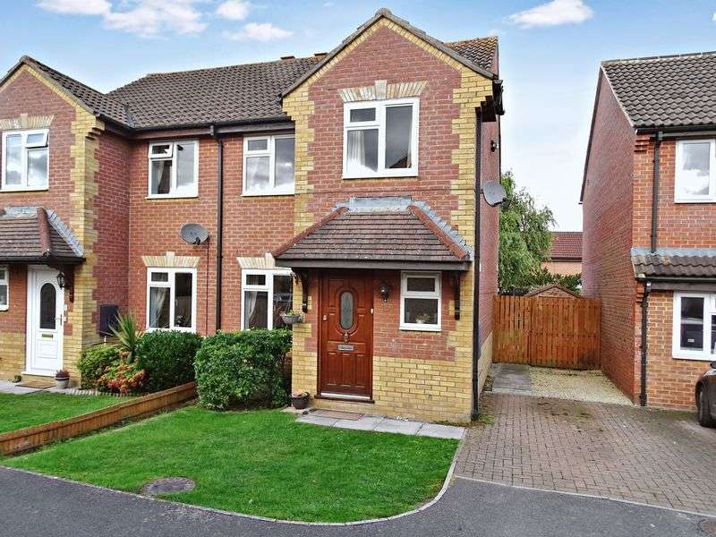 3 Bedrooms Semi Detached House for sale in Foxglove Close, Melksham