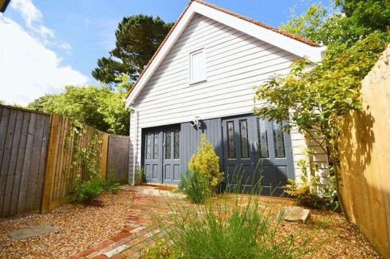 2 Bedrooms Detached House for sale in Ravine Road, Portman Estate, Bournemouth
