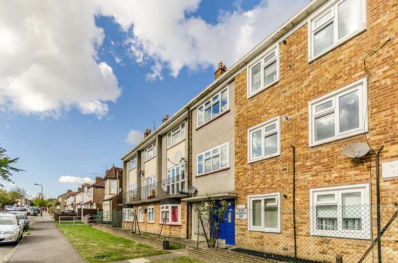 2 Bedrooms Flat for sale in Manor Close, Higham Hill, E17