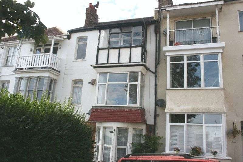 2 Bedrooms Flat for sale in San Remo Parade, Westcliff-on-Sea