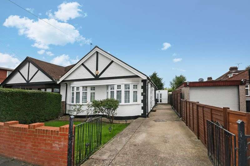 4 Bedrooms Semi Detached Bungalow for sale in Dukes Avenue, Northolt