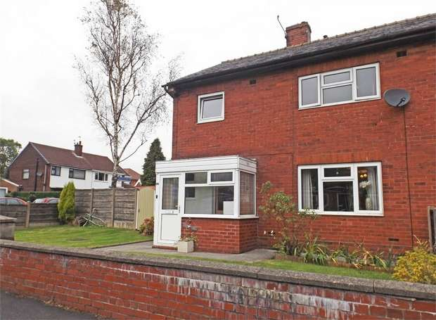 3 Bedrooms Detached House for sale in Fieldhead Avenue, Bury, Lancashire