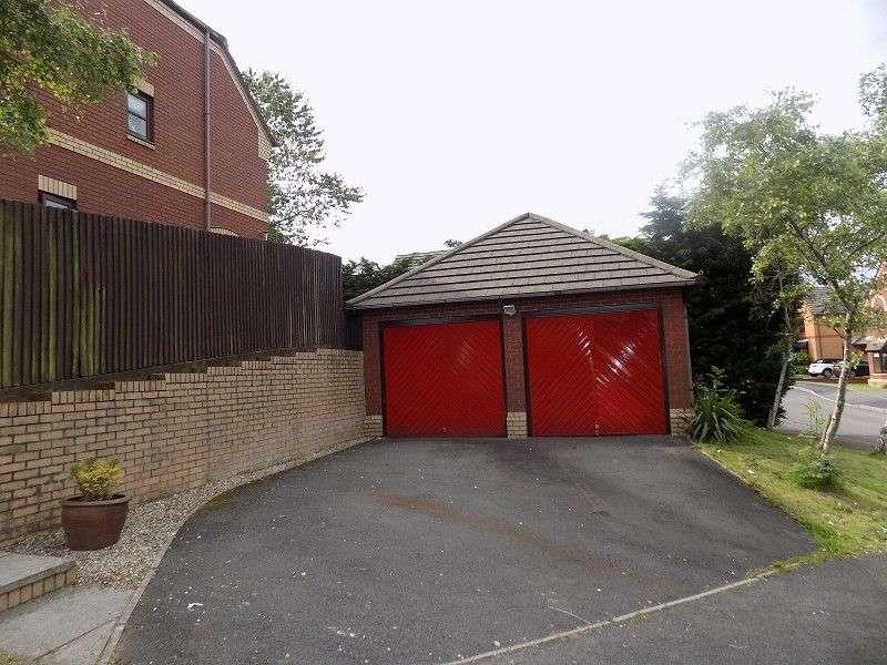 4 Bedrooms Detached House for sale in Primrose Close, Brackla, Bridgend. CF31 2BS