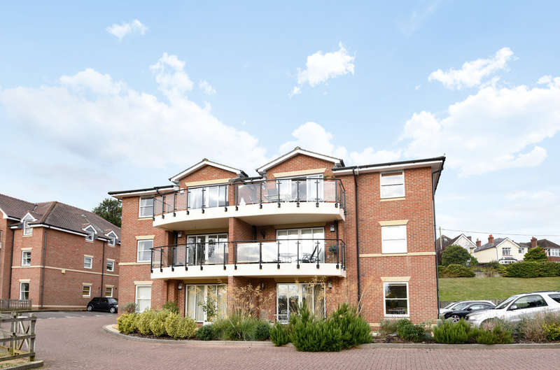 2 Bedrooms Flat for sale in Lukes Close, Hamble