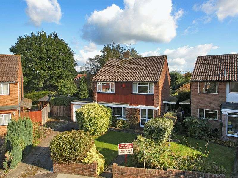 4 Bedrooms Detached House for sale in Eastwood, Three Bridges, Crawley, West Sussex