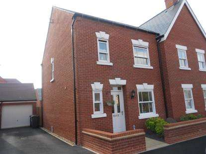 3 Bedrooms Semi Detached House for sale in Broad Mead Avenue, Great Denham, Bedford, Bedfordshire
