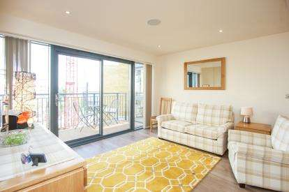 2 Bedrooms Flat for sale in Carvell House, 22 Aerodrome Road, London, United Kingdom