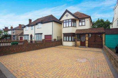 3 Bedrooms Detached House for sale in Gammons Lane, Watford, Hertfordshire